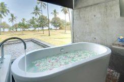 32.-Villa-Sapi---Guest-house-upstair-bathtub