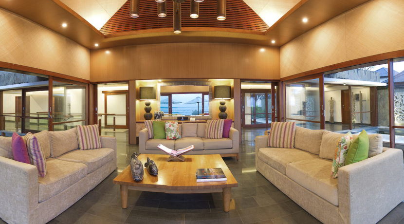5. Villa Bayu Gita Beachfront - Sitting area