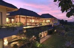 The Longhouse Villa - Villa at Night