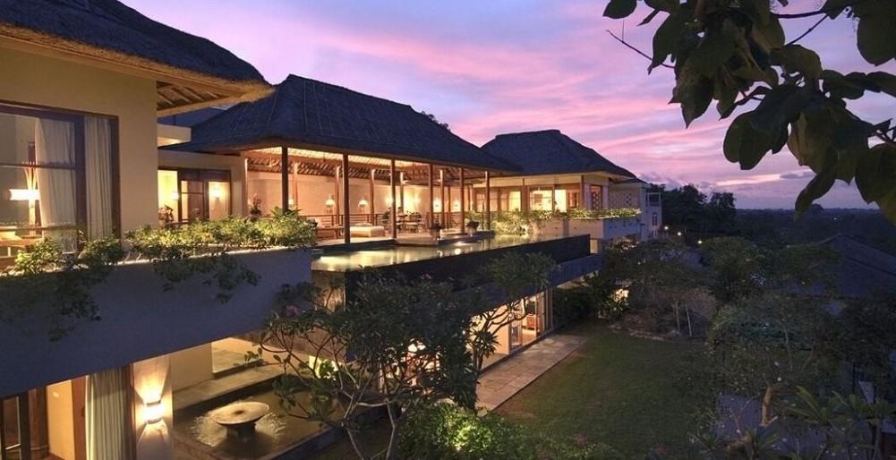 The Longhouse Villa