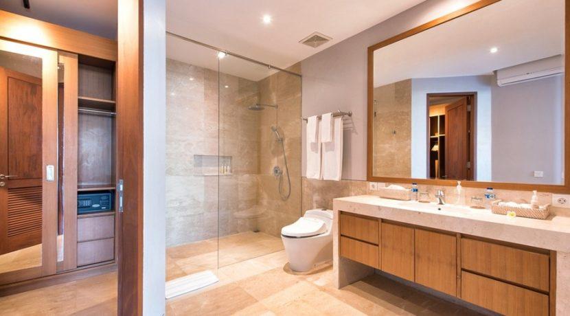 Villa Bale Agung - Bathroom