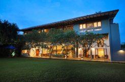 Villa Saffron and Blue - Four Bedrooms Elite Haven