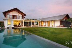 Villa Kavya - Pool and Villa at Night