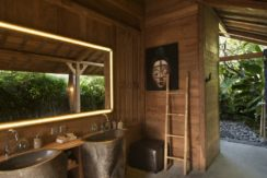 Villa Kayu - Bathroom