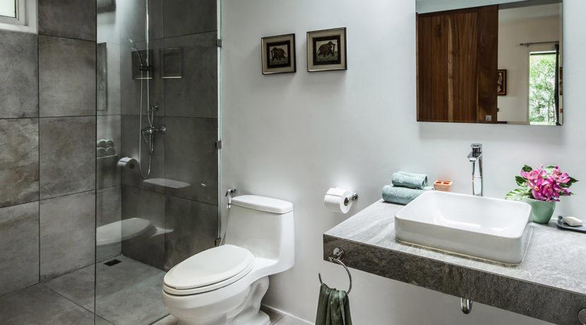 Baan Dalah Villa - Bathroom setting