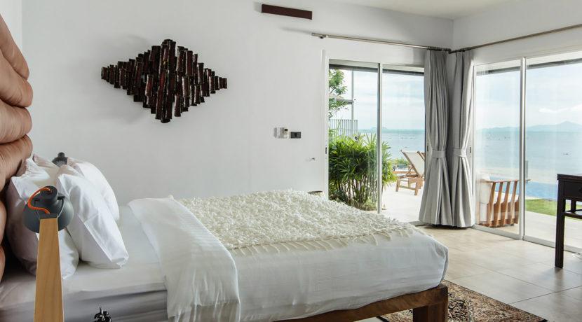 Baan Dalah Villa - Master bedroom with view