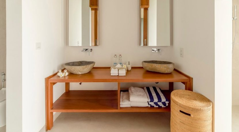 Villa Maleo - Double Sink Vanity