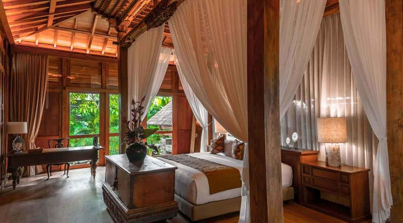 Kapungkur-Villa-Jimbaran---JOGLO-ROOM-(MASTER-BEDROOM)