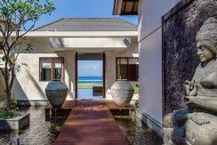 15.-Villa-Tirta-Nila---Entrance-group-with-the-pond-and-buddha-statue