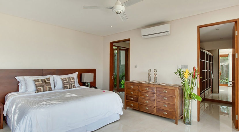 Villa-Tirta-Nila---Downstairs-guest-bedroom-interior-with-walkin-cabinet