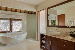 Villa-Tirta-Nila---Ensuite-bathroom-of-master-bedroom