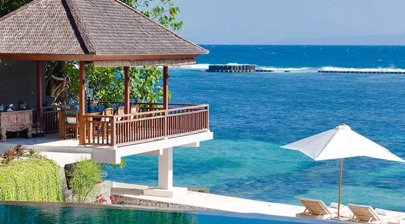 Villa-Tirta-Nila---Outdoor-dining-and-ocean-deck